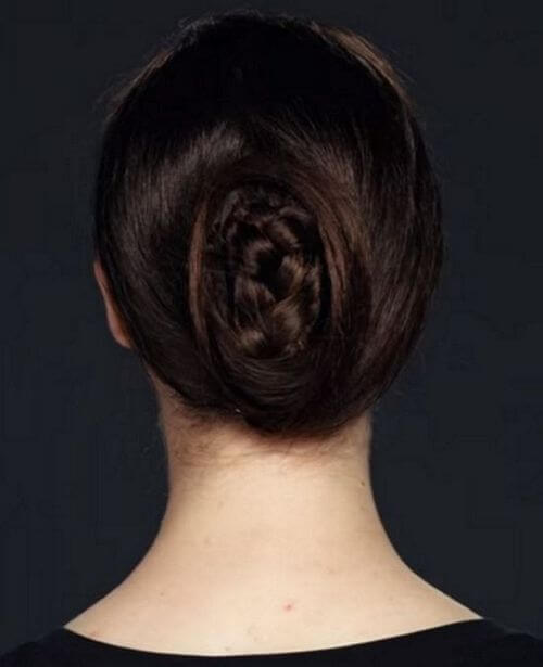 easy low bun hairstyle